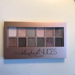 Maybelline the blushes nudes palette